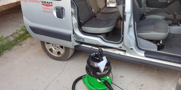 Curatarea tapiteriei auto